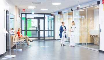 Vaasa Central Hospital has a separate Accident and Emergency (A&E) reception area for people with symptoms of a respiratory infection